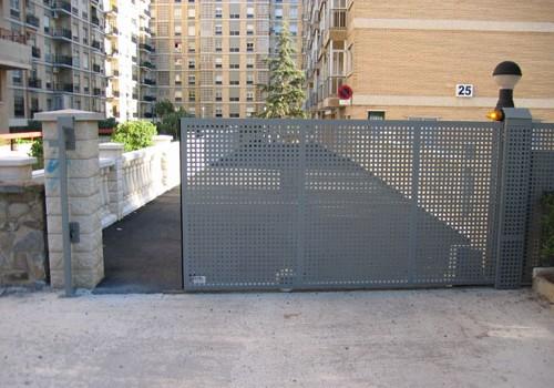 Cortinas metalicas cercos de malla prefabricados metalicos - Puertas automaticas para cocheras ...